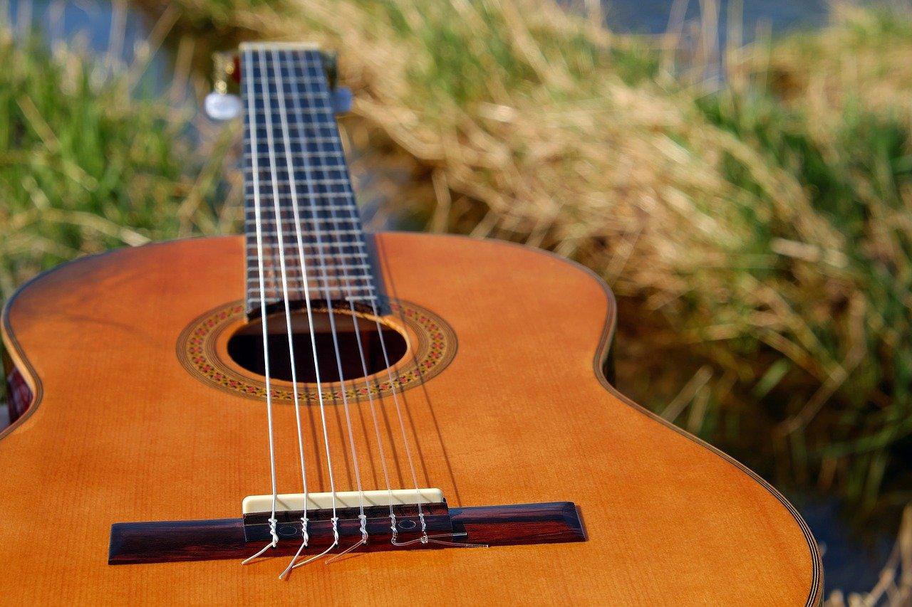 Comment changer les cordes de sa guitare classique ?